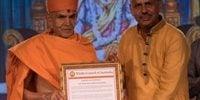 Hindu Council honours BAPS Swami Maharaj